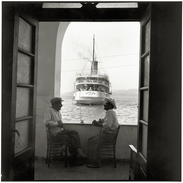Robert McCABE, Thera, The Aegaion in Port Below Fira © galerie Sit Down