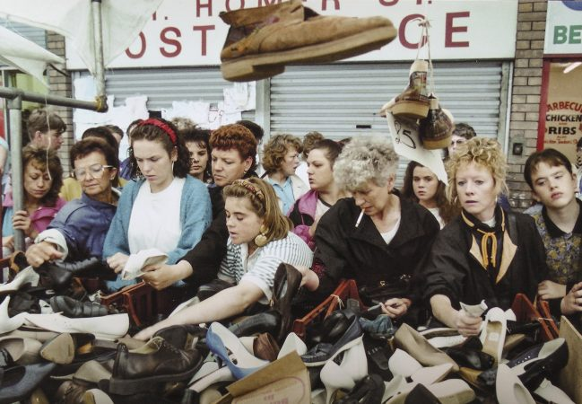 Série : Mothers, Daughters & Sisters Great Homer Street Market, 1992©Tom Wood courtesy galerie Sit Down