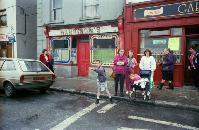 'Away on with you' (Ballina), 1993 ©Tom Wood courtesy galerie Sit Down