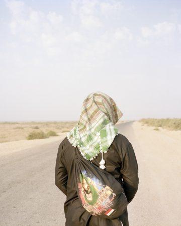 Série TransAnatolia, Pélerin sur la route vers la ville sainte de Kerbala, Irak 2018©Mathias Depardon courtesy galerie Sit Down.jpg