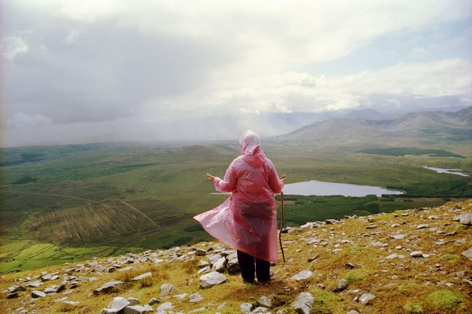 Psalms on Croagh Patrick , 2003 ©Tom Wood courtesy galerie Sit Down