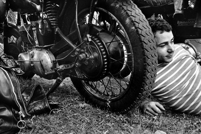 Untitled, from the 'Blousons Noirs' series (1975) Yan Morvan - bikers - galerie Sit Down