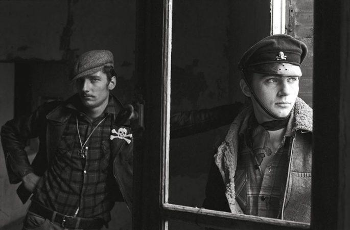 Bikers, Boulogne, 1976 Yan Morvan - Gangs - galerie Sit Down