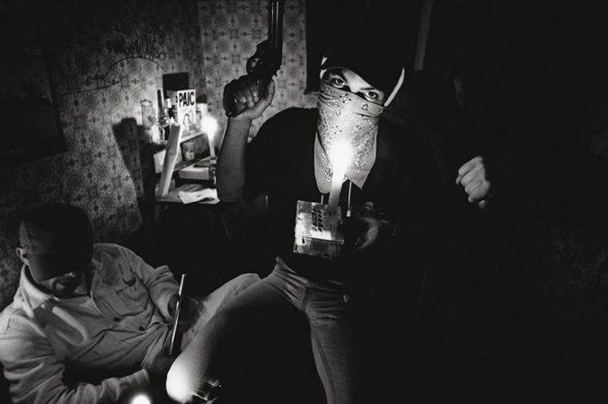 Un squatteur, Paris, rue Saint-Sauveur, 1995 Yan Morvan - Gangs - galerie Sit Down