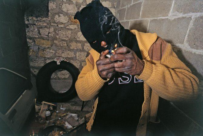 Suicide (squat de la rue Didot) (1994) Yan Morvan - Gangs - galerie Sit Down